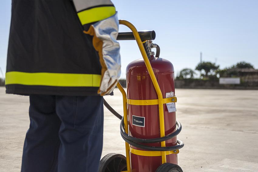 Le squadre antincendio di Elisicilia sono fornite di tutte le attezzature necessarie alla lotta antincendio