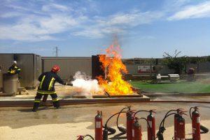 Elisicilia è in grado di proteggere eliporti, aeroporti, pozzi petroliferi e di gas e qualsiasi altra attività e siti ad alto rischio incendio.